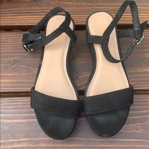 Used old navy short wedge